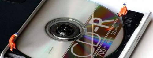 Come rimuovere l'unità CD-ROM su un Laptop Dell Latitude