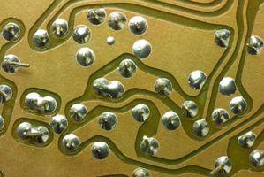 Come rimuovere la corrosione da un circuito stampato