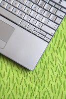 Come fare un piccolo numero a destra di una lettera su una tastiera di Computer