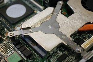 Come sostituire il disco rigido su un Dell D600
