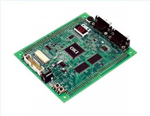 Qual è la differenza tra un microprocessore & un microcontrollore?