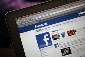 Posso bannare qualcuno dalla mia pagina Facebook?